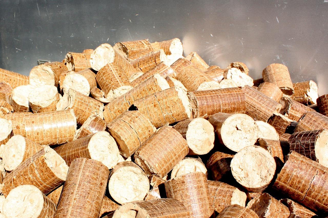 Le poêle à granulés est-il plus efficace que le poêle à bois ?